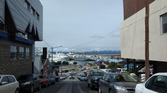 foto 17ruas de Ushuaia com a visão do porto