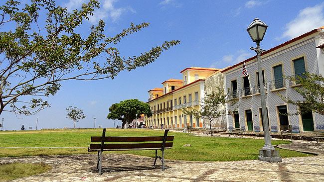 Alcantara-Maranhao-Pontos-Turisticos-Matraqueando-Blog-de-Viagem-Casario-4-praca1